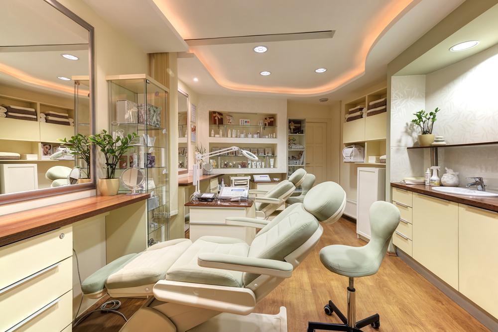 A Dermisz Kozmetika, kezelője